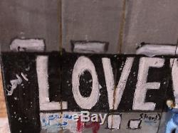 Banksy Love Remporte Une Grande Section Murale De Souvenir Et Reserve Walled Off Hotel