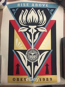 Obey Affiche Shepard Fairey. Ci-dessus Obey 1989 Rise Signé # 295/400 Limitée Edt