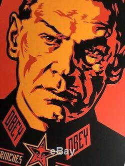 Shepard Fairey Est Une Affiche Autoritaire Signée Obéit À Une Affiche Russe Géante Obama Hope